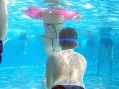 おぃ!!!(屮゚Д゚)屮 海やプールの水中では想像以上にエロいことになってるぞww