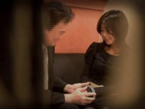 主人の上司とウワキカンケイになってしまうモデル妻・・・ ばっちり、隠し撮りされてます。