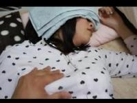 【個人撮影】寝ている妹の発育途上のおっぱいをゆっくりもんでみたw