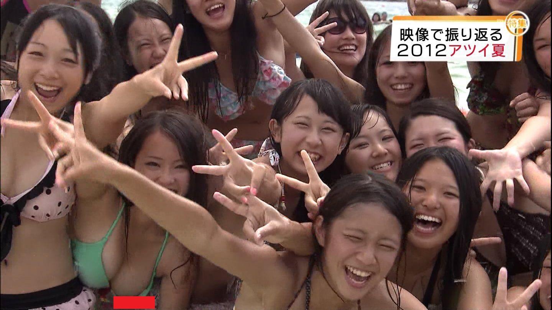 【画像】テレビに偶然映ってしまった素人さんのエロハプニングwww「13番の緑水着のチクビ」www